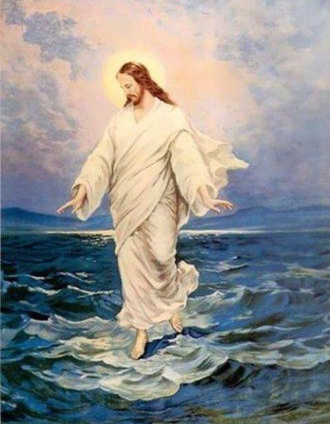يسوع فوق كل شيئ
